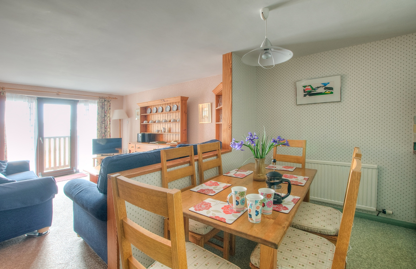 St Davids pet friendly self catering - dining