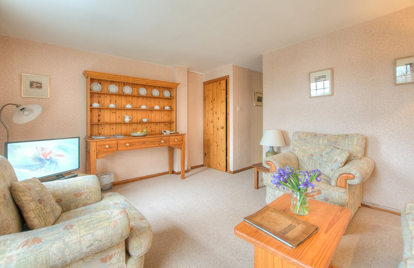 St Davids self catering - lounge