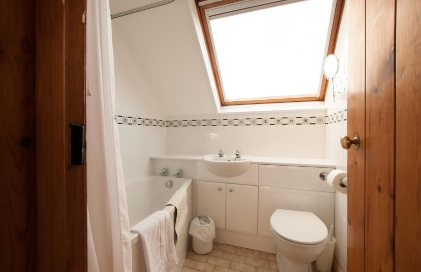 St Davids self catering - bathroom