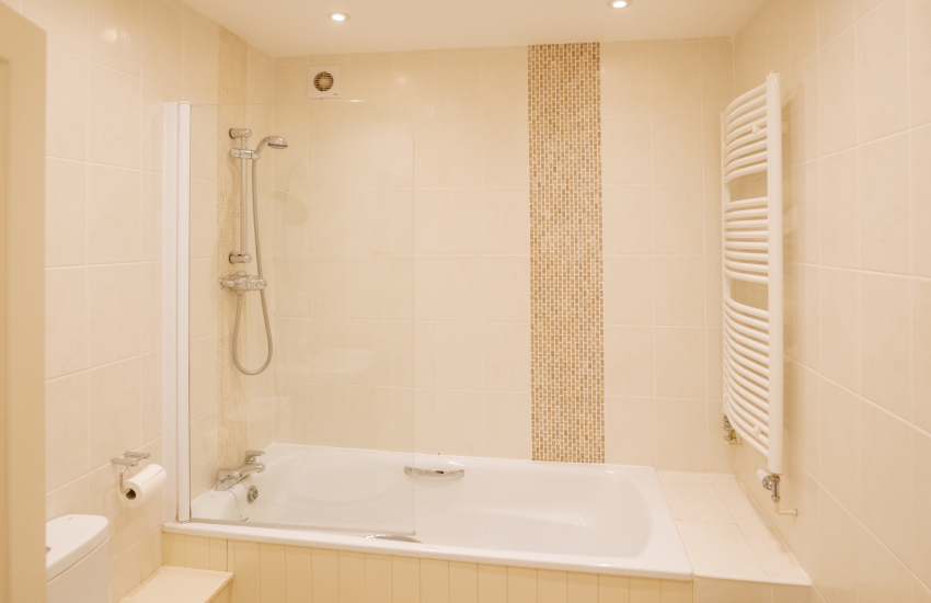 Gower holiday cottage - family bathroom