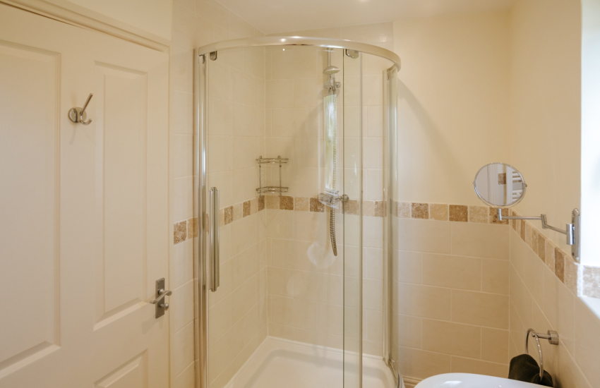 Gower holiday cottage - en-suite shower room