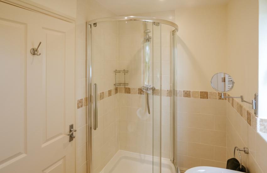 Gower holiday cottage - en-suite shower room