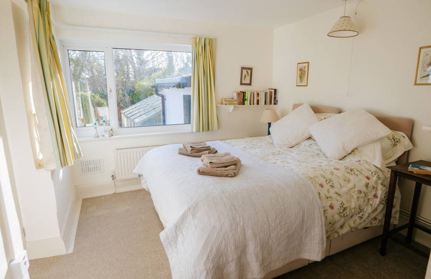 Oxwich Bay nearby holiday cottage - family bedroom