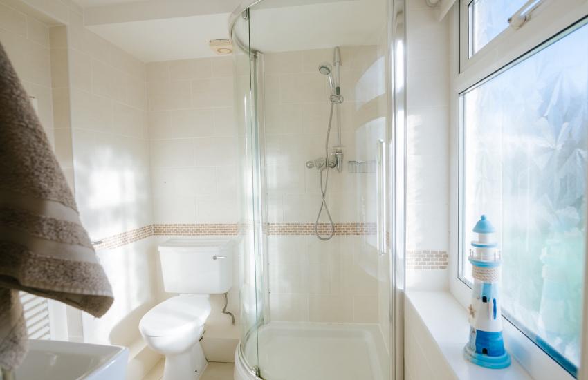 Southgate holiday cottage - en-suite shower room