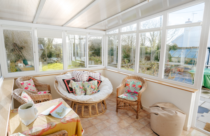 Holiday by Three Cliffs Bay - conservatory