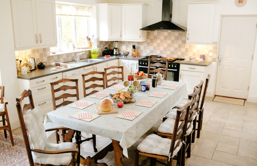 Holiday cottage Gower - dining