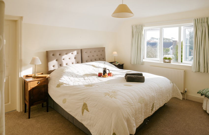 Three Cliffs Bay cottage holiday - double bedroom