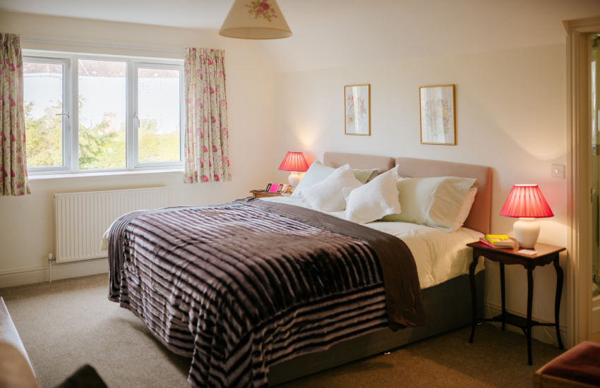 Swansea Marina nearby holiday cottage - double bedroom