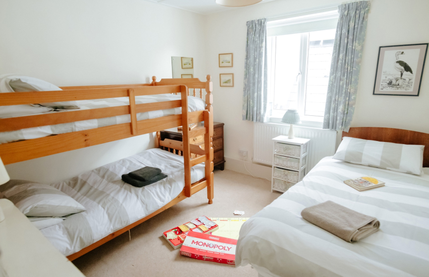 Holiday cottage Pobbles beach - bunk beds and single bed