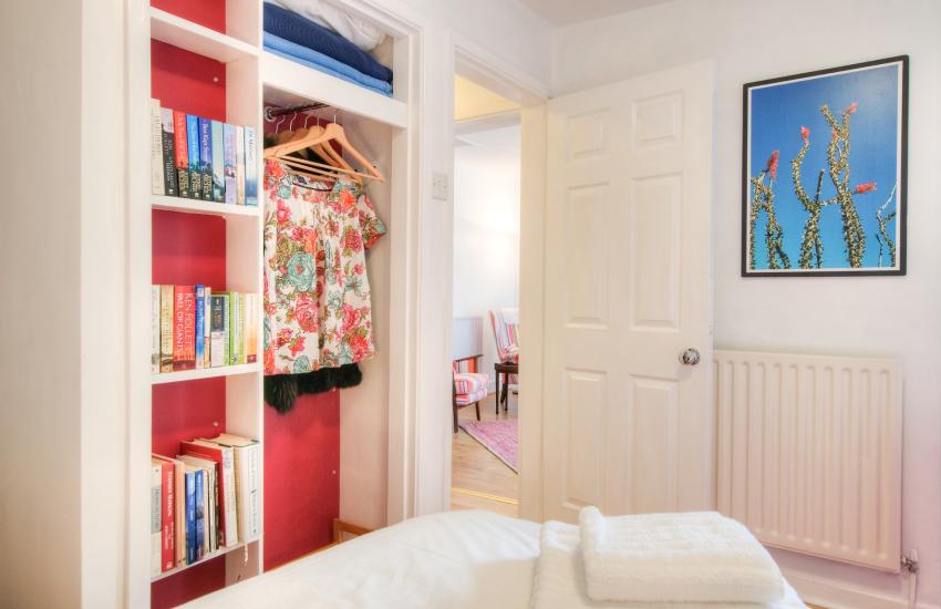 Borth y Gest holiday cottage - bedroom