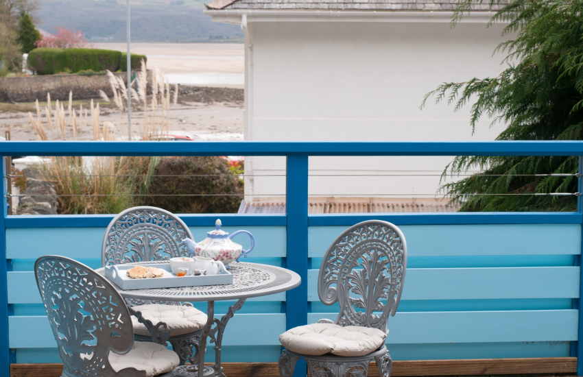 Holiday cottage Porthmadog - decking