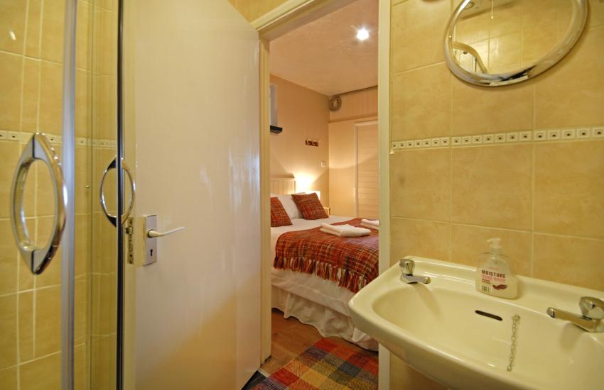 Double en-suite shower