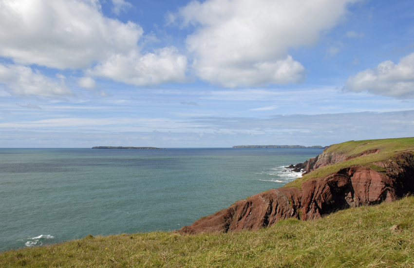 Pembrokeshire Coast Path to Skomer and Skokholm Island