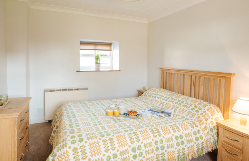 Double bed with bedside tables, side lights