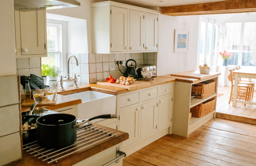 Cottage kitchen Belfast sink