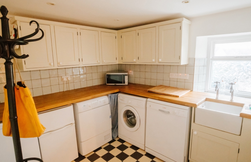Utility room Belfast sink appliances