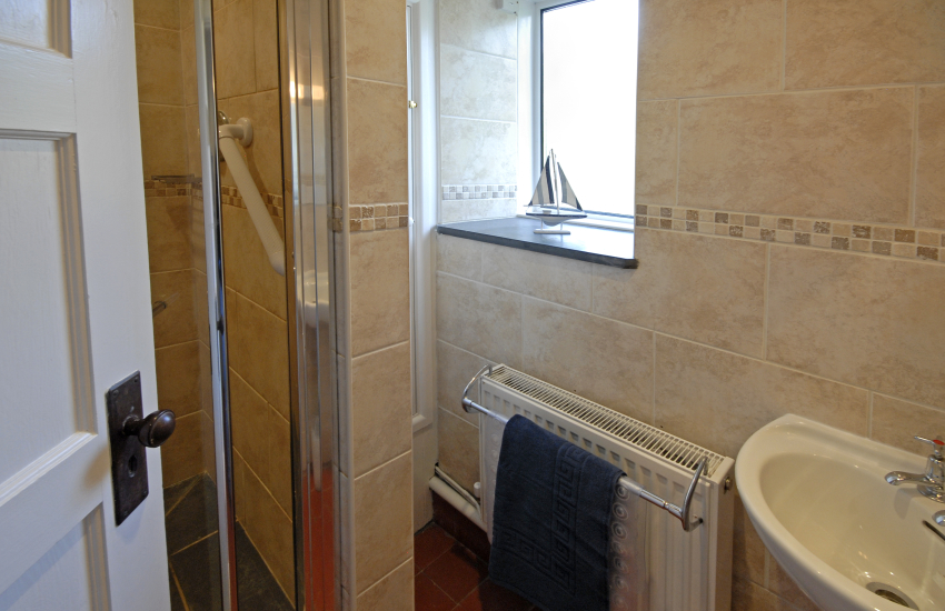 Whitesands holiday cottage - shower/toilet