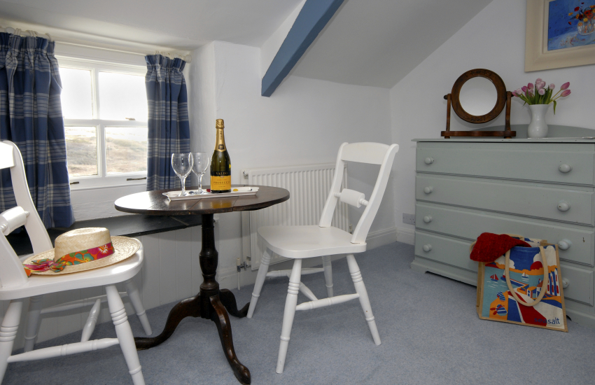 Whitesands Beach holiday cottage - super king size bedroom