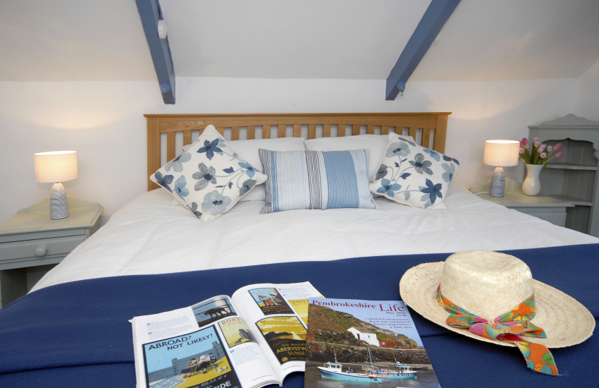 Whitesands holiday cottage - super king size bedroom views