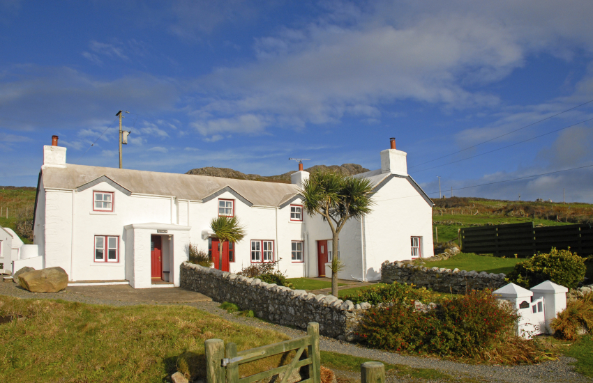 Traditional Welsh holiday cottage over looking Whitesands Bay