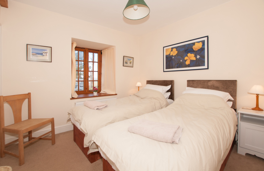 Hay on Wye holiday house  - twin bedroom ground floor