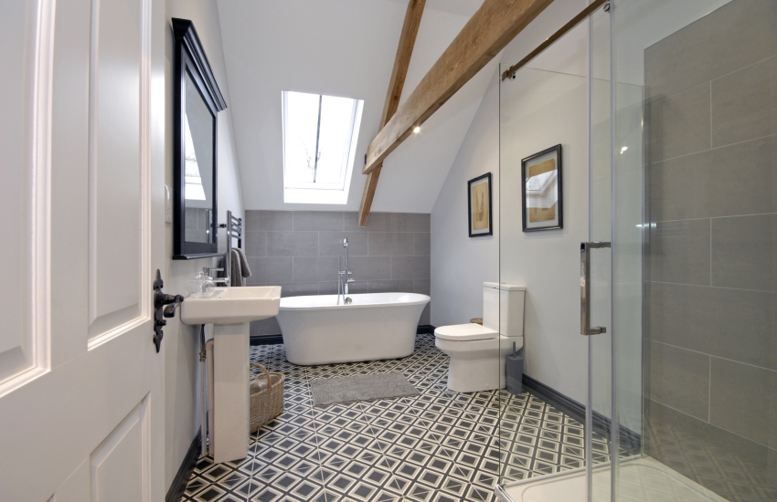 Cardigan Bay luxury holiday home - master en-suite with roll-top bath and double shower