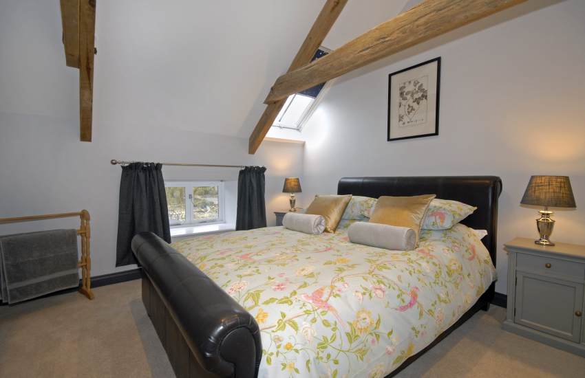 Aberporth family holiday home for 9 guests - king size bedroom