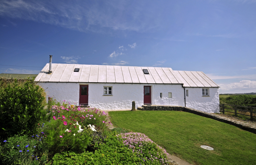 Traditional Welsh cottage near St Davids and Whitesands Bay