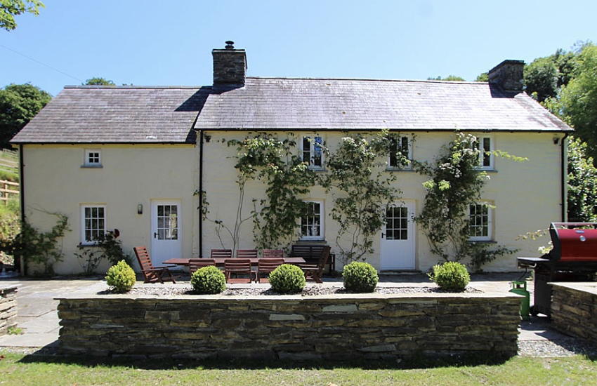 Newport Pembrokeshire pet friendly holiday cottage -  exterior