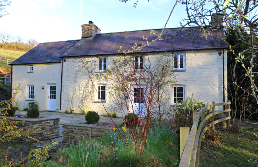 Newport pet friendly holiday cottage -  exterior