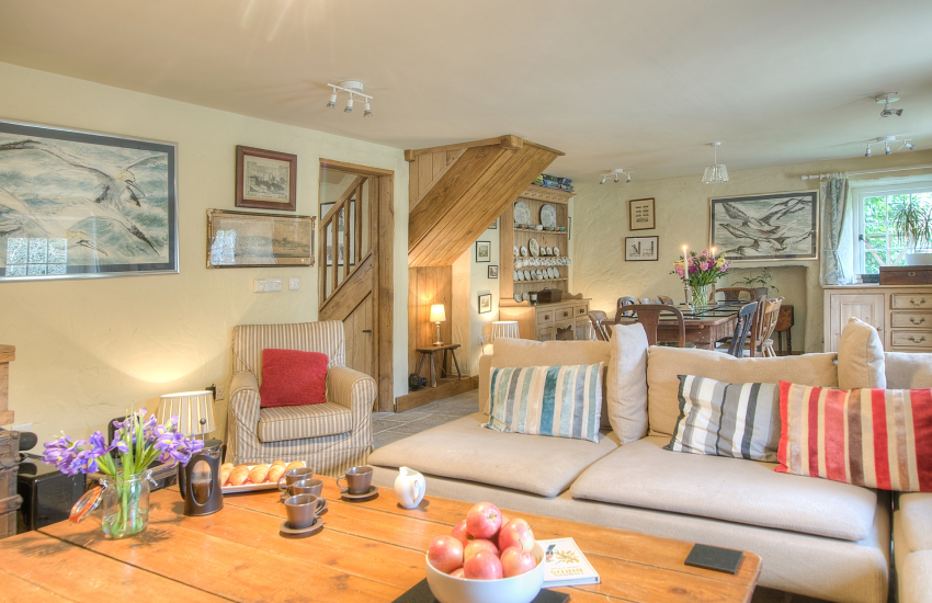 Pet friendly Pembrokeshire holiday cottage sleeps 6  - lounge