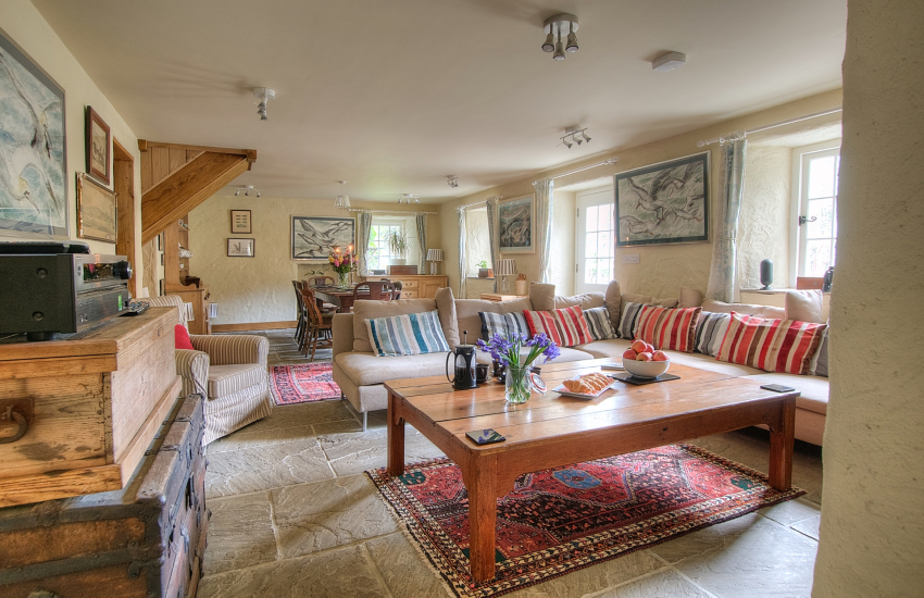Pembrokeshire holiday cottage sleeps 6  - lounge
