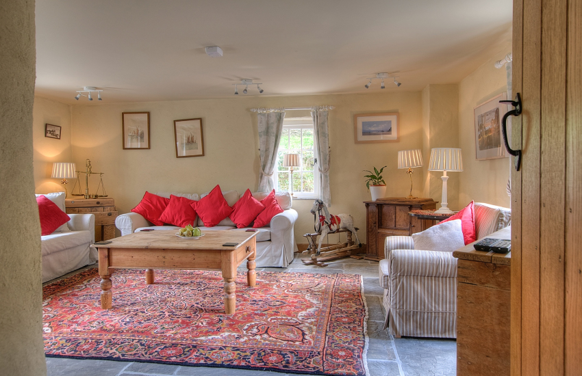 Pembrokeshire holiday cottage sleeps 6  - sitting room