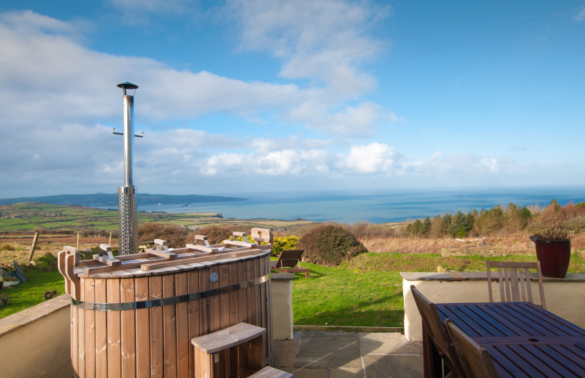 Pembrokeshire coastal cottage with hot tub - ext