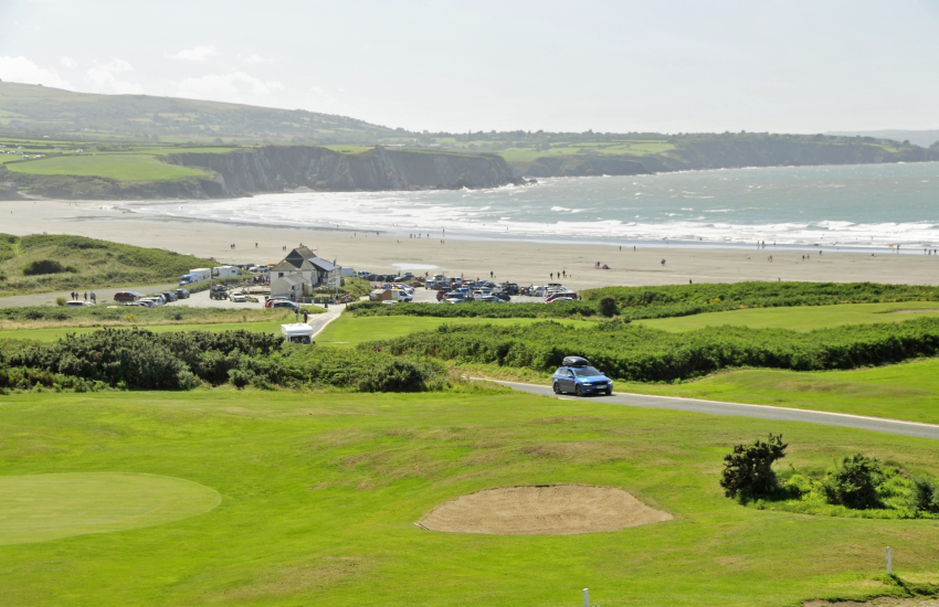 Newport's Golf Club is an 18 hole links course
