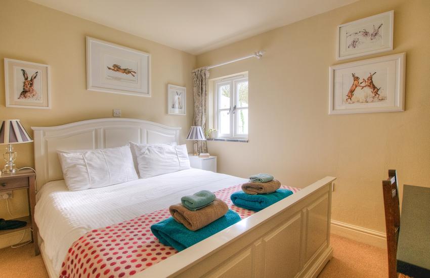 Newport Pembrokeshire holiday cottage - double ensuite bedroom ground floor