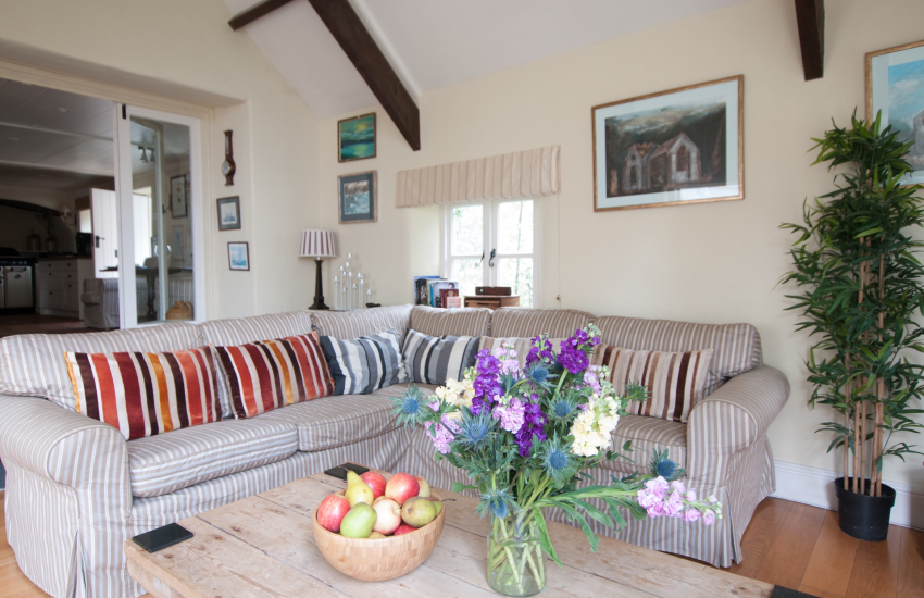Pet friendly holiday cottage Pembrokeshire coast - lounge