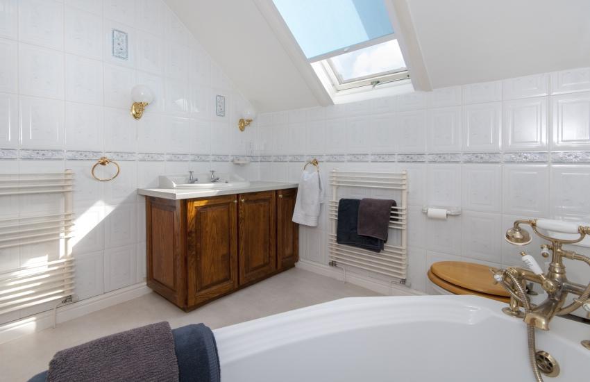 Little Haven house - family bathroom