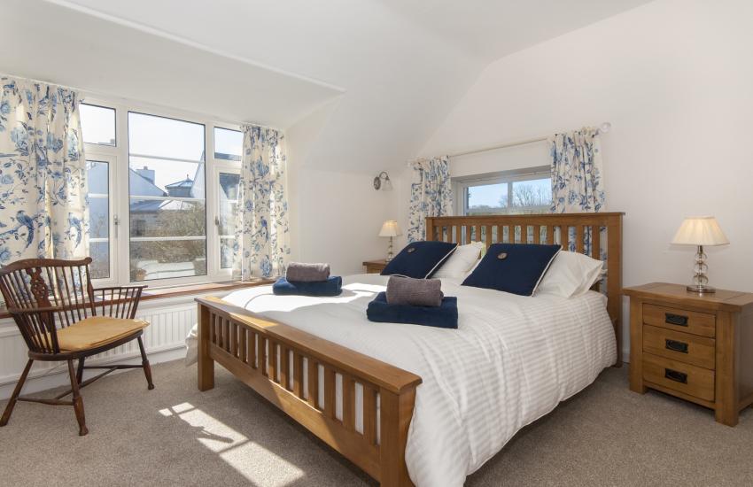 Little Haven house sleeps 10 - king size bedroom overlooking the rear gardens