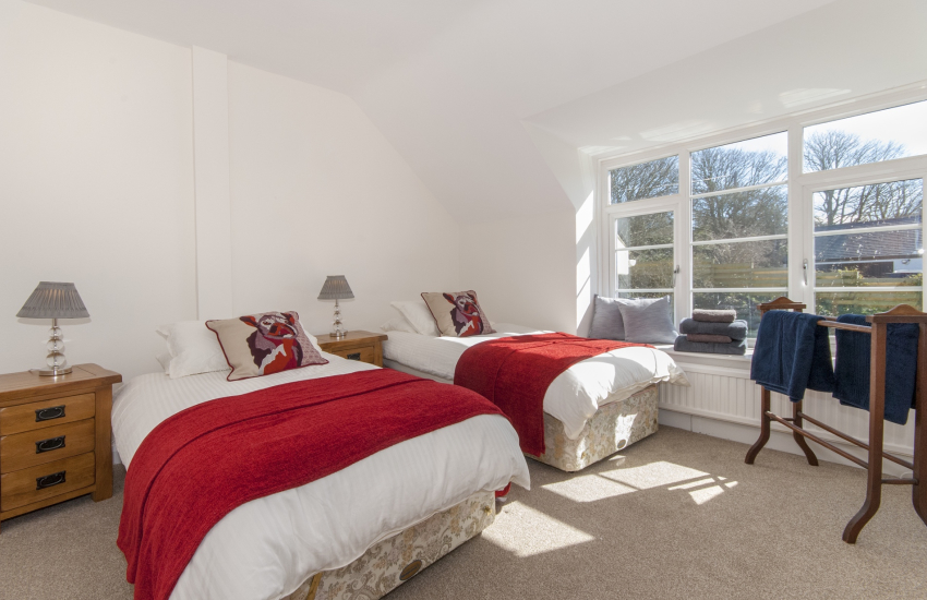 Little Haven holiday home with sea views - twin with garden views