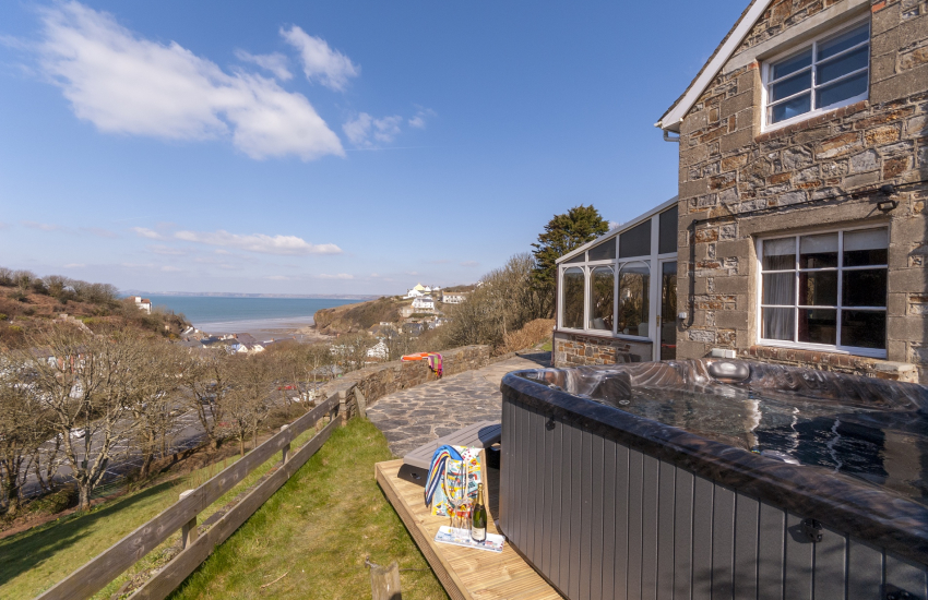 Little Haven holiday home with hot tub and sea views
