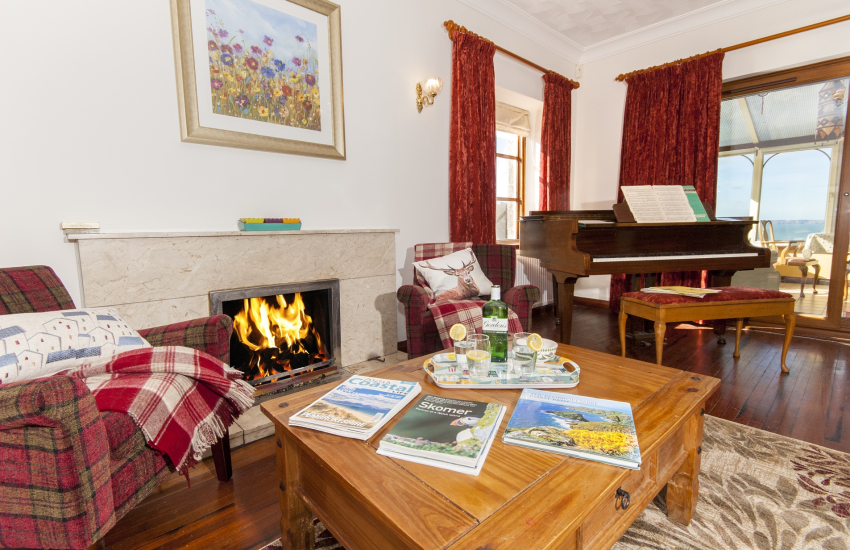Pembrokeshire holiday house with open fire and sea views