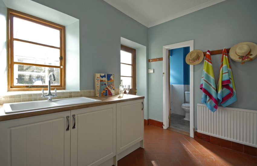 Little Haven self catering house with large utility/cloakroom