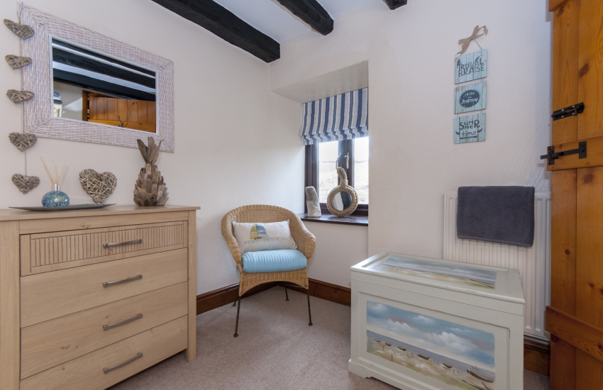 Cwm Tydu holiday cottage sleeping 4 - ground floor twin