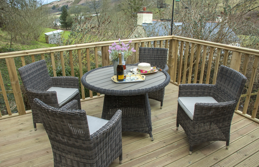 Holiday cottage at Cwm Tydu - deck