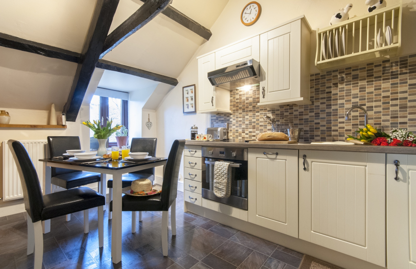 New Quay self-catering cottage - modern kitchen/diner