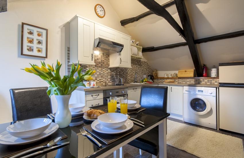 Cwm Tydu self-catering cottage - kitchen/diner