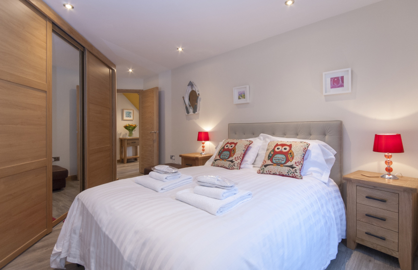 Pembrokeshire family holiday home - ground floor double with en-suite shower