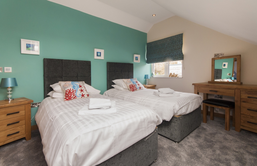 North Pembrokeshire holiday home- second floor twin with luxury 'Jack & Jill' bath/shower room
