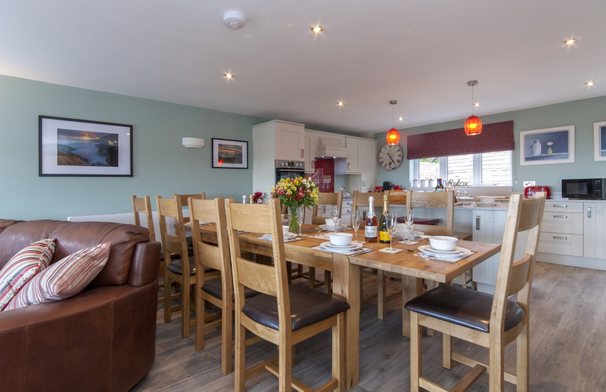 Self catering Solva - spacious first floor open plan dining/kitchen/living room